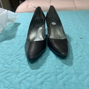 Anne Klein charcoal grey patent leather heels